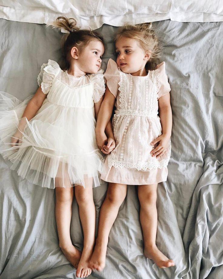 Картинки маленьких девочек близняшек