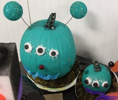 17 best images about alien invasion party on pinterest for Glow in the dark paint for real pumpkins