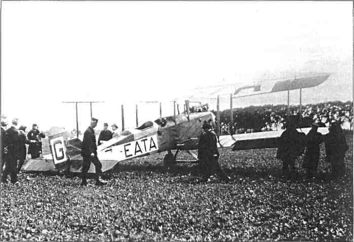 20 juli 1920, het eerste vliegtuig op Waalhaven, een Engelse De Havilland DH-9, foto KLM