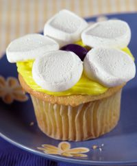 The 25+ best Daisy cupcakes ideas on Pinterest | Pretty cupcakes ...