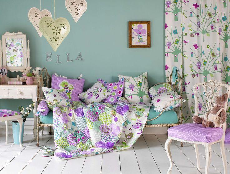 Děti Ložnice Snímky s vintage armless židle a krásné textilní opona s květinovým vzorem design pro děti studijní nápady místnost nábytek