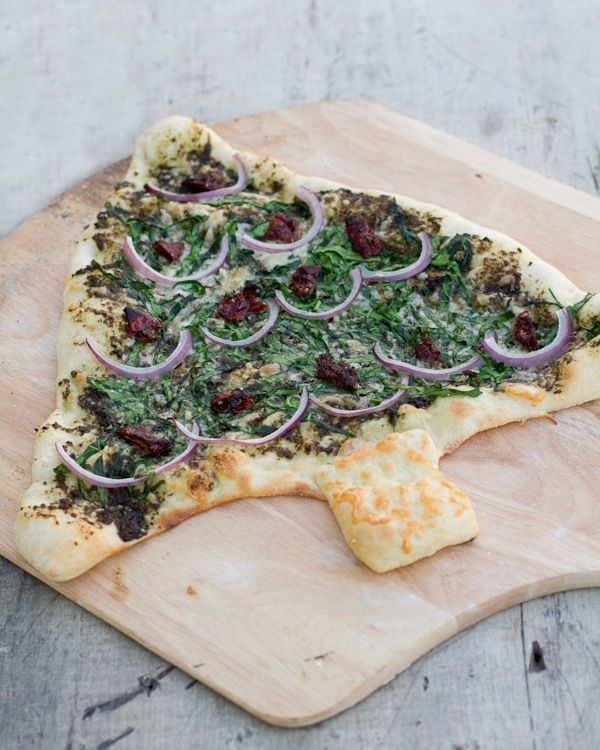 """Pesto Spinach """"Christmas"""" Pizza."""