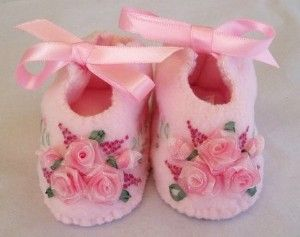 Felt baby shoes, pink & roses