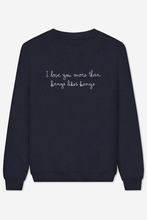 Sweater, handgeborduurd met zorg. Amerikaanse pasvorm, crew neck, aangepaste schouders en mouwen, geribde randen en…