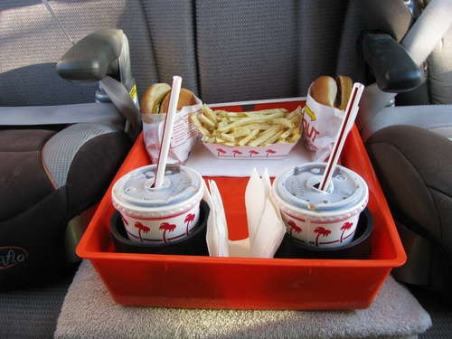DIY Backseat Caddy with drink holders.  This would work well to keep books and toys that make it into the car as well.Cars Travel, The Roads, Roads Trips Food, For Kids, Cars Caddy, Easily Cleaning, Cleaning Food, Food Trays, Backseat Caddy