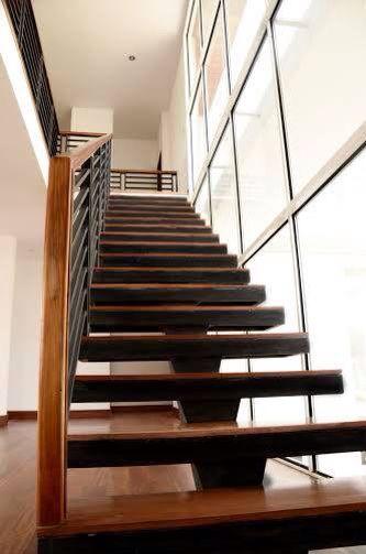 Escalera metalica y madera