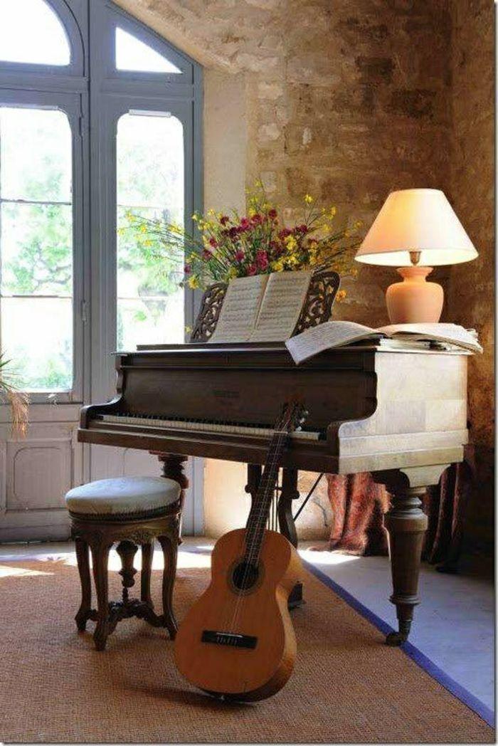 aristokratisches Zimmer; Musikinstrumente