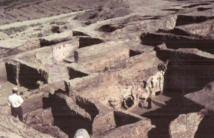 Çatalhöyük, View of the excavations by James Mellaart in the 1960's (Erdinç Bakla archive)