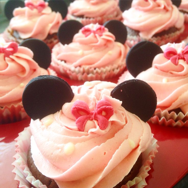Minnie Mouse Cupcakes Fondant Cupcakes  Buttercreamcupcakes