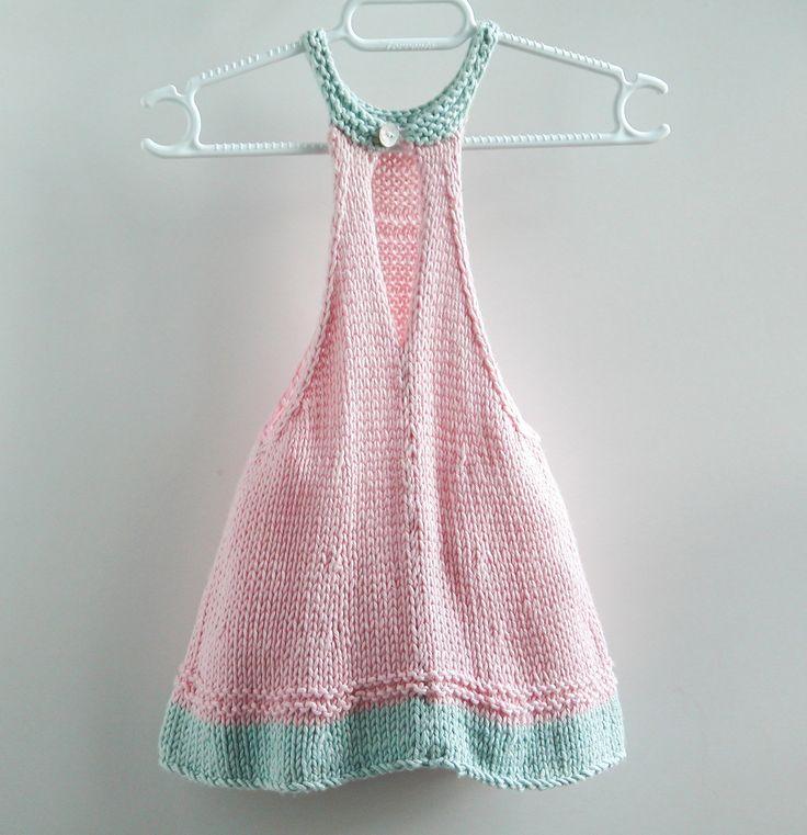 Vestido verde y rosa, primavera y verano, tejido a mano con hilo bambú de gran calidad. Botón de nacar detrás. 1 de talla 3 meses. 1 de talla 6 meses Preveriblemente lavar a mano.