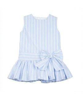Vestido de niña con un lazo enfrente.