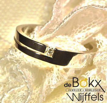 Moderne ring | €460  Diamant ,Wit gouden ring 14 karaat  #juwelierdebokxwijffels #verlovingsringen #goudenringen #diamantenringen #aanzoekringen