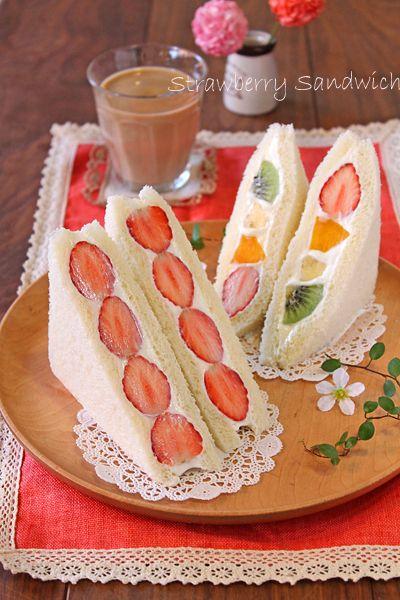 フルーツサンドは生クリームとフルーツが定番。