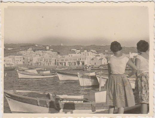 1960-Φωτογράφηση με θέα τον Γιαλό.