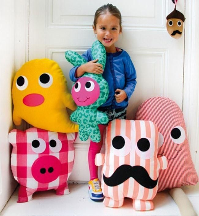 Hermosa selecci n de cojines con divertidas formas monster dolls diy doll and pillows - Cojines con formas ...