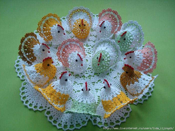 Chicken (and bunny) doily, found on : http://www.liveinternet.ru/users/gelexxx/post270993450/ Russian site with photo instructions.