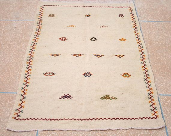 Heller Kelim Teppich, Bestickter Weisser Kelim Teppich, Teppich, Marokkanischer Teppich, Wandbehang, Flacher Teppich 100 x 150