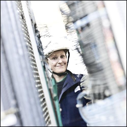 Portrait de Magali Viot, technicienne maintenance électricité sur le terminal méthanier de Montoir-de-Bretagne.  #Metier Notre entreprise participe à l'évolution des mentalités, découvrez les actions #ENGIE en cliquant sur l'image