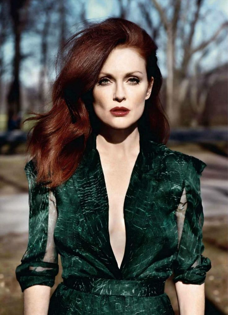 Julianne Moore having a brush with the 80's