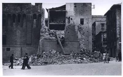 Bologna bombardata, palazzo del Comune