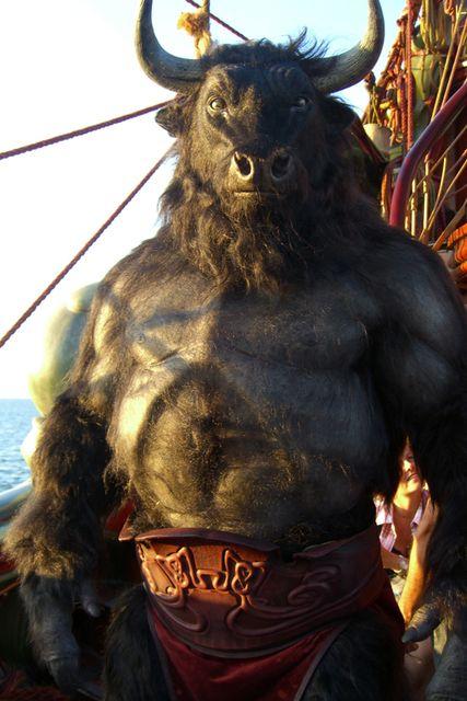 Minotauro: fue un ser mitologico en Grecia que guardaba un laberinto y Teseo logro encontrarle y matarle.