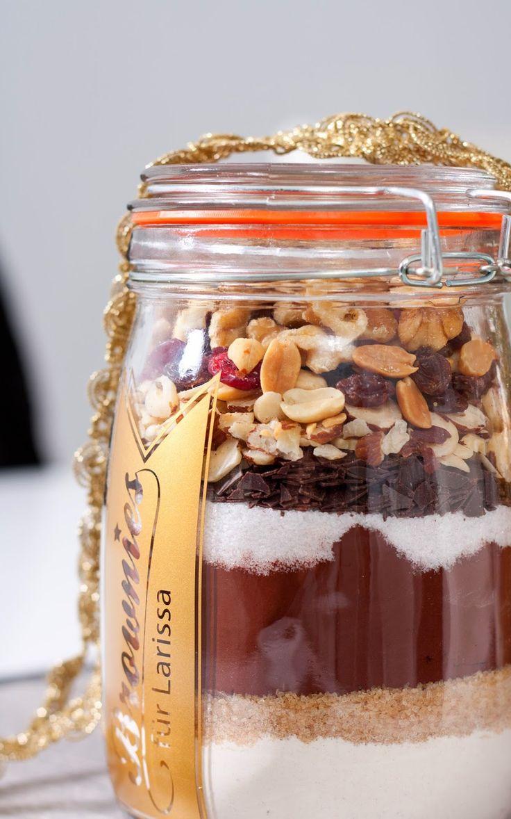 Brownies zum selber backen - das schnelle und leckere Ostergeschenk. Mit der Backmischung aus dem Glas ganz einfach eine Freude machen.