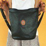 Altra chicca per voi!! Borsa a secchiello Green Hills blu scuro con tracolla regolabile super super comoda 😍. Spedizioni Incluse 👭 #bag #borsa #greenhills #blu #vintage #curlyvintage #depop #borsasecchiello #curlybag