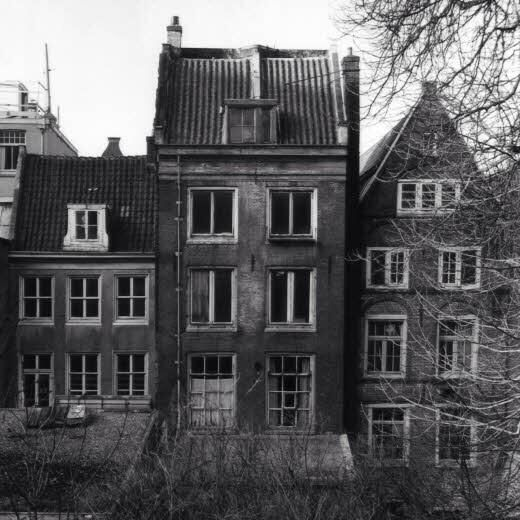 Otto Frank prepared a secret annex above his business 'Opekta' at Prinsengracht 263, to hide his family & four other Jewish friends from the Nazis.