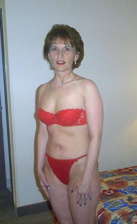 Using a mature mom to empty your balls 2