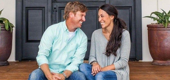 O casal Chip e Joanna Gaines apresenta o programa Fixer Upper, líder de audiência do HGTV - Divulgação/HGTV
