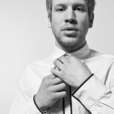 Послушай песню Стыцамэн исполнителя Иван Дорн, найденную с Shazam: http://www.shazam.com/discover/track/53165184