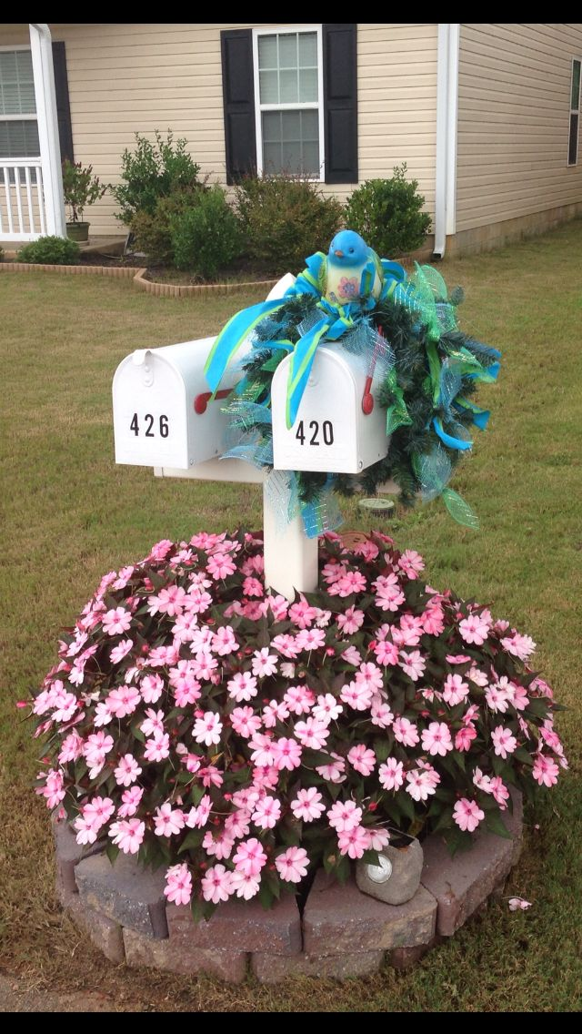Mailbox decor with beautiful flowers