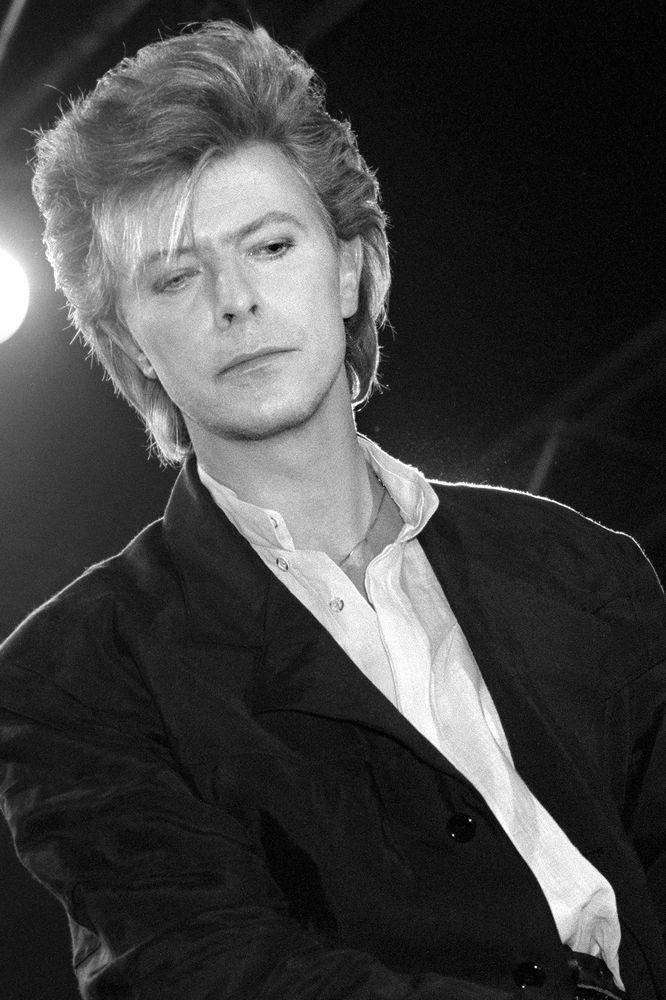 Ο άνθρωπος που έπεσε στη Γη: 69 μεγάλες φωτογραφίες από τη συναρπαστική ζωή του David Bowie