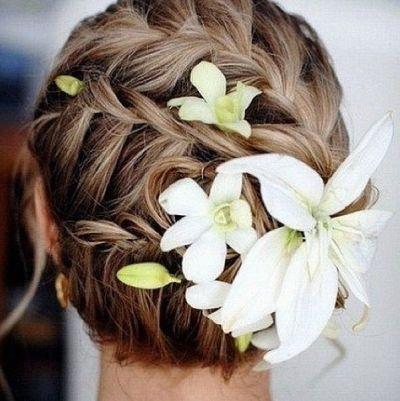 Sommerliche Brautfrisur