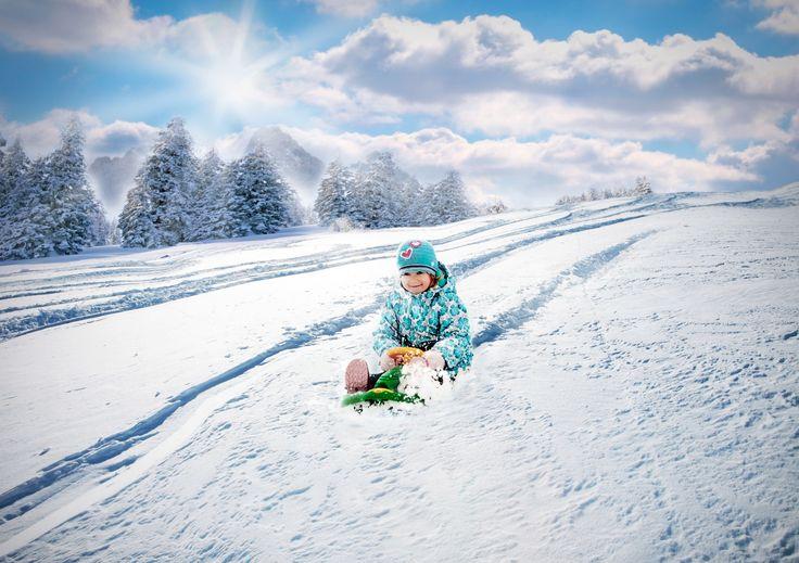 This steerable bobsleigh is what you need to enjoy with your preschooler this winter. Head outside to have the JOY of snow!  ❆ Tyto řiditelné boby jsou zárukou nekonečné zábavy s vašimi dětmi. Výborná alternativa pro čas strávený venku během zimy. Český výrobce.