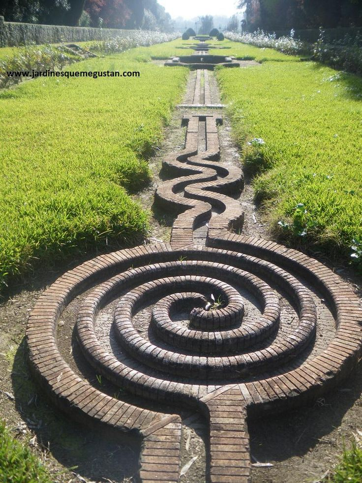 The 25 best labyrinth garden ideas on pinterest for Garden labyrinth designs