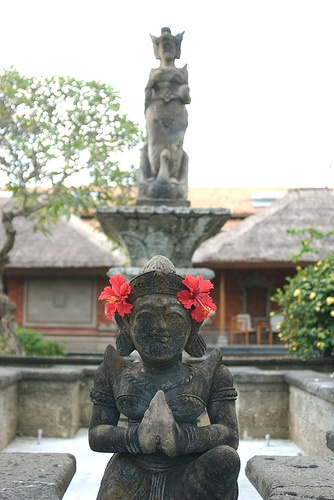 Bali. Aukunft im Pura Kosala im Jimbaran. Abendessen am Strand