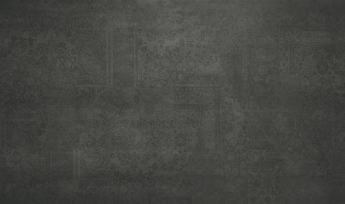 hilite black patch metalxxl-decor pe gresie portelanata cu dimensiuni de: 3x1,5 m; 1,5x1,5 m; 1,5x0,75 m.  Contact: office@lastreceramice.ro