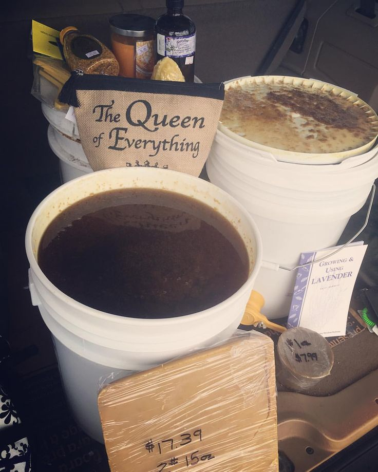 5 gallons raw, unfiltered honey from #QueensRightColonies. Raw honey benefits include wound healing, burns, sunburn, cataracts & diabetic foot ulcers. Honey was used by ancient Greek physician Dioscorides in 50 A.D. for sunburn & infected wounds. Honey's healing properties are mentioned in the Bible, Koran, & Torah. #HoneyFacebyAmy #HoneyFacebyAmy #TheMidwest #HoustonTexas #AustinTexas #CincinnatiOhio #IndianapolisIndiana #PittsburghPennsylvania #ClevelandOhio #TorontoOntario…