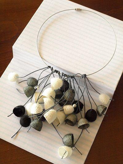 silk-bells-necklace-3.jpg (400×533)