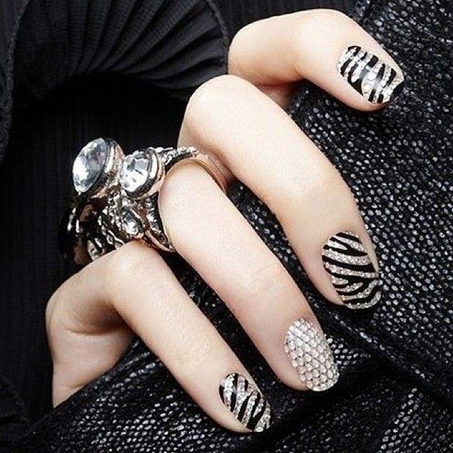 черно-белый маникюр зебра