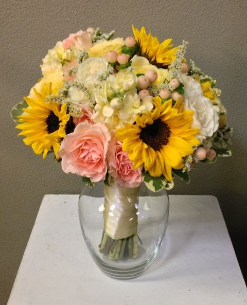 Sunflower And Pink Rose Bouquet 25+ best ideas ...