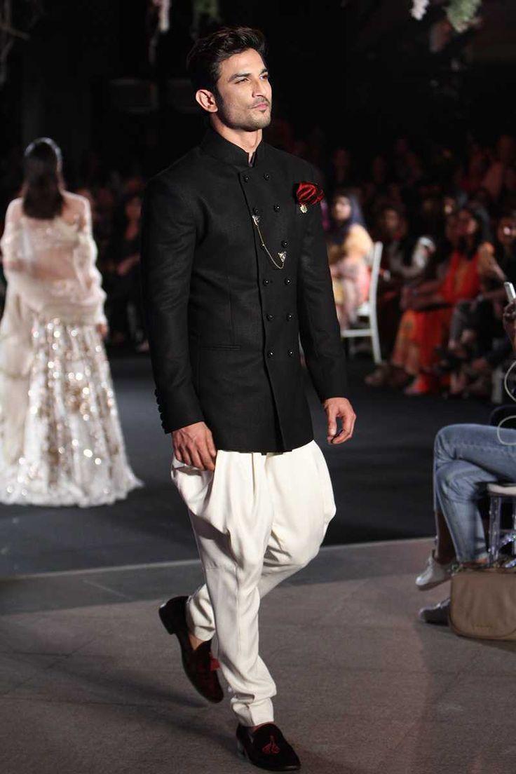 Manish Malhotra at Lakmé Fashion Week winter/festive 2016 | Vogue India | Fashion