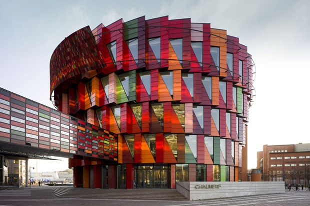 The Chalmers University of Technology is located in Sweden.