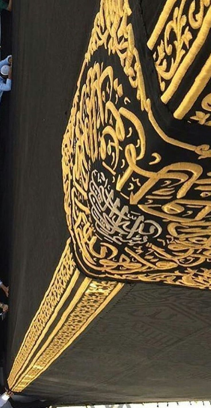 Beautiful Kiswah marks black stone corner of the ka'aba