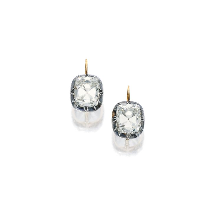 Pair of 21.20 and 20.50 carats Diamond Earrings