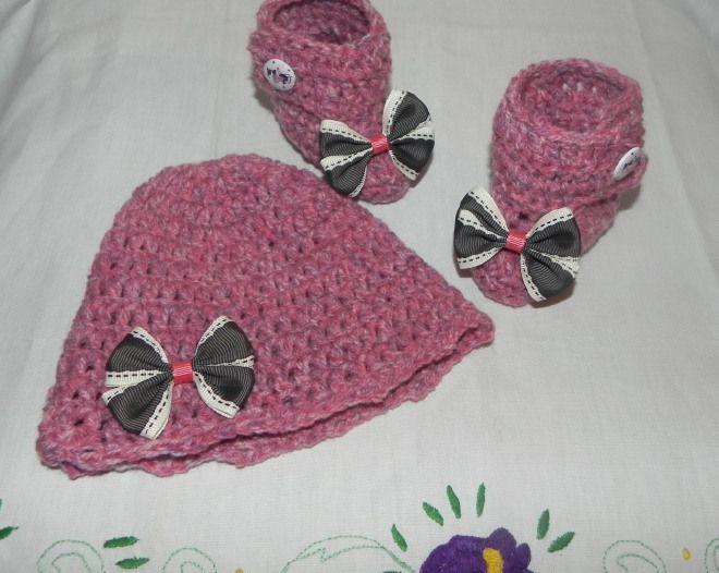 Scarpette e cappellino bimba con fiocchi