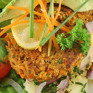 hamburguesa de atun con cebolla, ajo y zanahoria