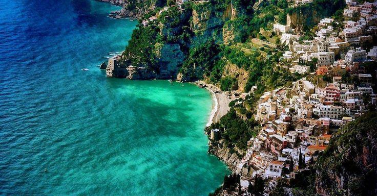 Idée de voyage pour ta prochaine excursion italienne. Direction, la côte Amaltifaine, 25 km de beauté brute.