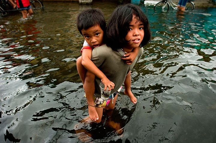 A girl holds a boy on her back to help him cross the floodwaters in a street in Valenzuela, on the outskirts of Manila, Photograph: Nicolas Asfouri/AFP/Getty ImagesGirls Generation, Strong Storms, Girls Holding, Flood Manila, Girls Carrie, Valenzuela, Trami Flood, Philippines Islands, Flood Street